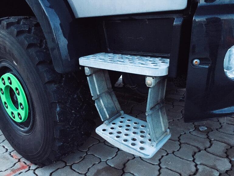 Mira Truck Einstieg