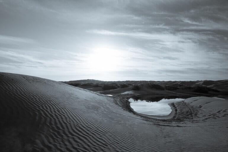 Sahara in schwarz-weiß